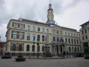 """площада на кметството """"Ratslaukums"""""""