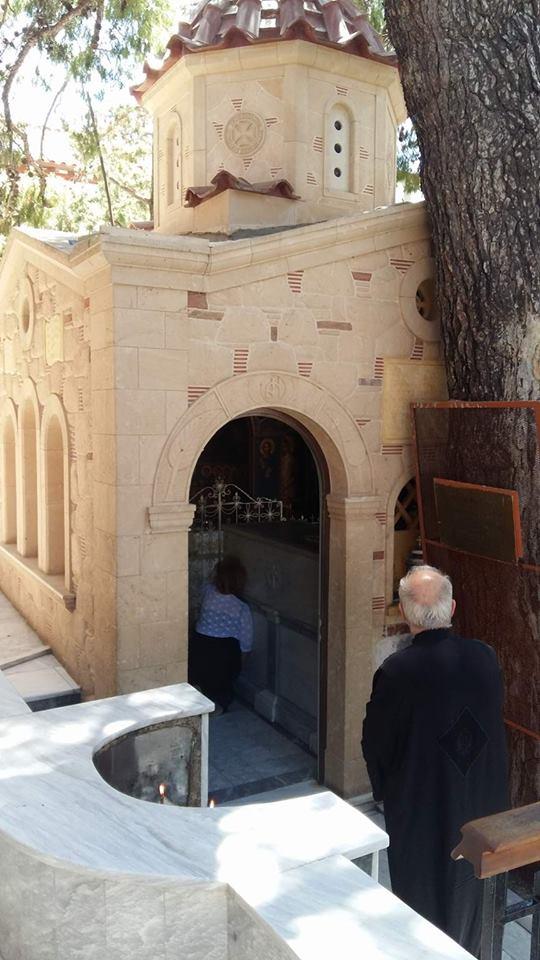 о. Егина - параклиса с мощите на св. Нектарий